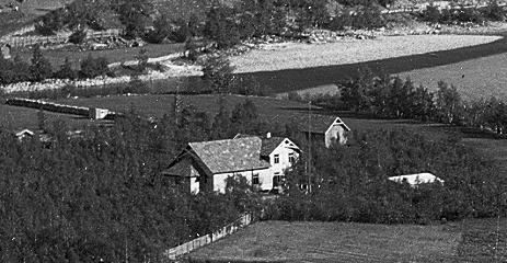 Solvang har vært forsamlingshus på Otta siden 1898. Fram til 1922 stod huset på dagens skoletomt. H.H. Lies Eftf. Otta
