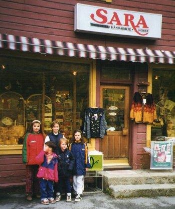 Butikken Sara i Mostuguhuset, der Frukten var.