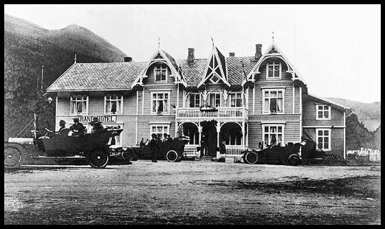 I 1919 ble det etablert et midlertidig postkontor på Grand.