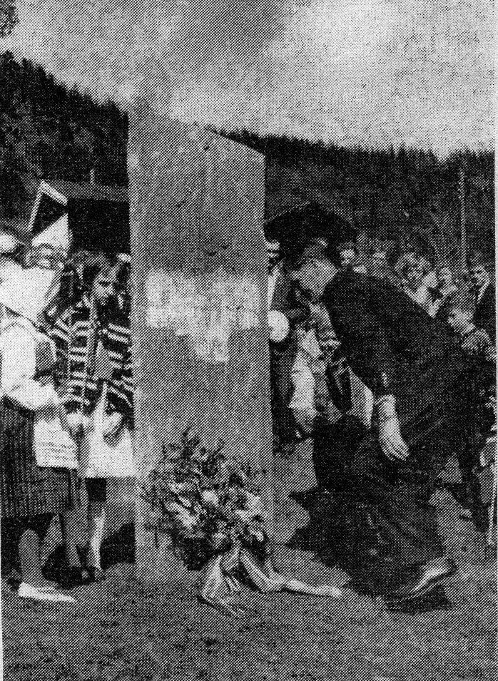 Avdukong av Harildstads minnestein på Sjoa i 1964.