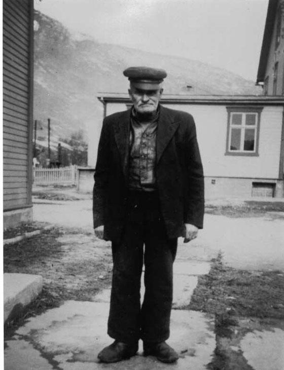 Steinar Jostuen avbildet i Bakkegarden. Han døde i 1944.