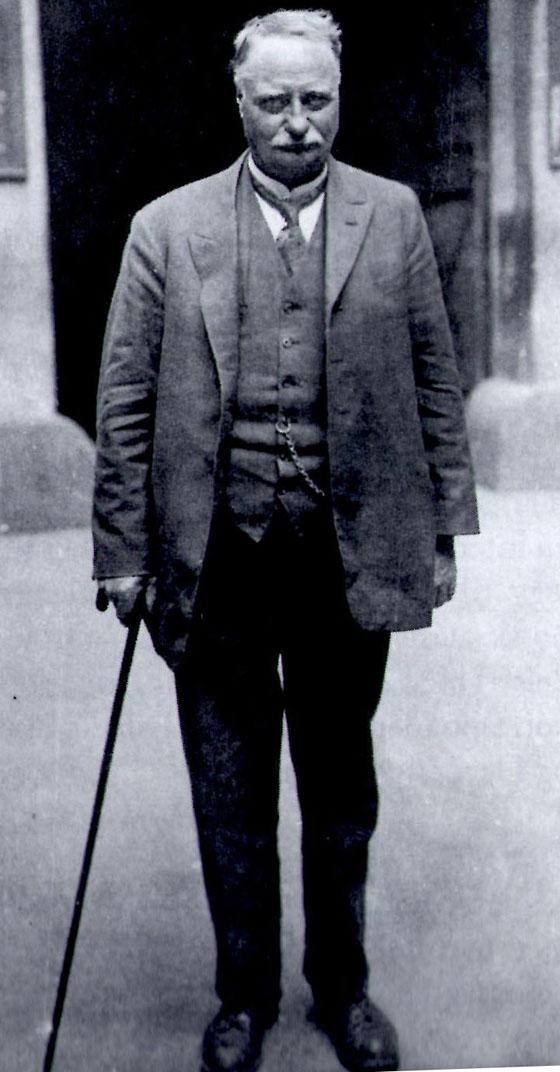 Forfatteren, journalisten og politikeren Olav Kringen i eldre år. Bildet er utlånt av Arbeiderbevegelsens arkiv og bibliotek.