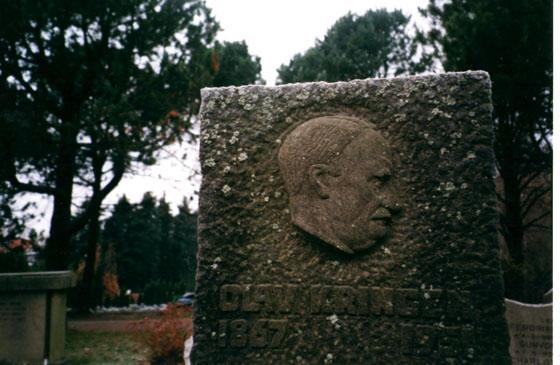 1. mai 1953 ble det avduket en minnestein av ottaværen Olav Kringen i Oslo