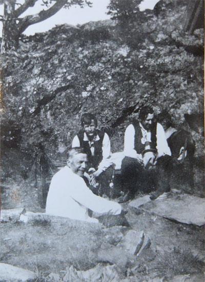 PÅ TUR: Marcello Haugen (t.h.), skredder Kristen Gundersen og Bergsvend Buflåten (foran). Bildet er utlånt av Pauline Gundersen, Otta, ved hjelp av Dag Haugaløkken.