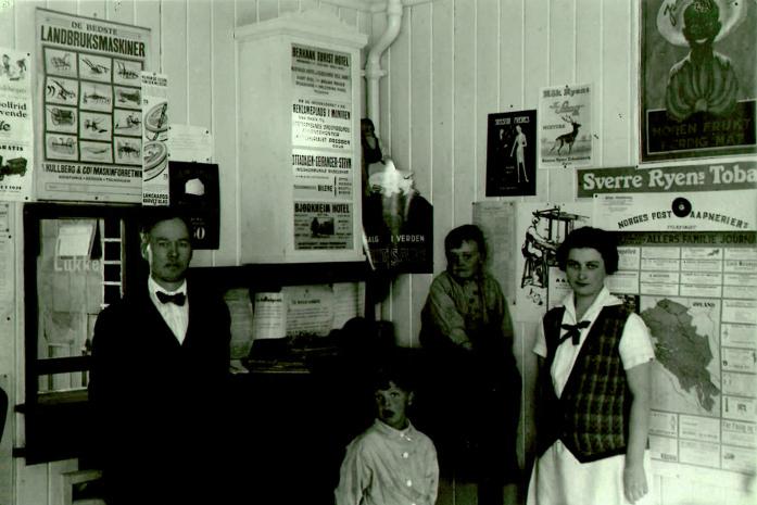 Rundt 1928, da det var poståpneri i butikken i Bakkehuset på Otta.