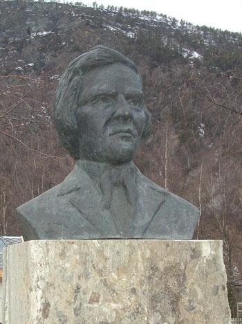 Statue av Paul Botten-Hansen ved Sel kirke