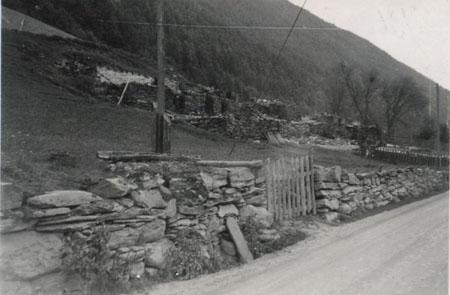 Ruinene av Blekastad gard på Otta i 1940