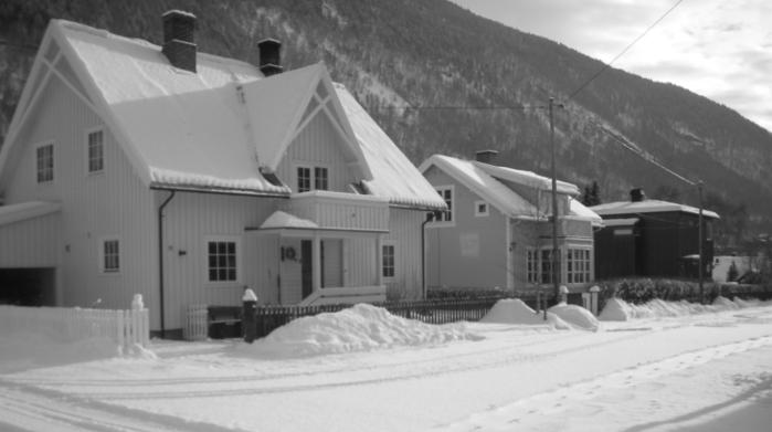 Tre hus i Olav Bismos gate på Otta
